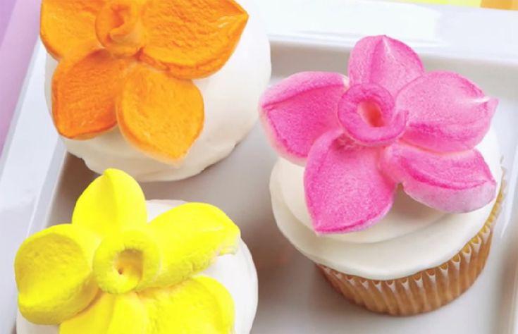Cómo hacer flores de malvaviscos para decorar pasteles
