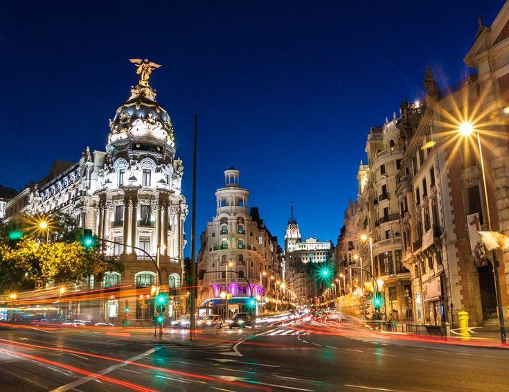 Encontramos vuelos muy baratos a Madrid saliendo desde Buenos Aires. Se trata de boletos de ida y vuelta directos, sin escalas, por Air Europa. A continuación detallamos algunas de las fechas que puedes conseguir por AR$17.769.  #madrid #callao #granvia #puertadelsol #plazamayor #españa #spain