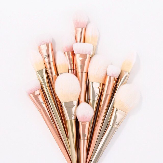 We love seeing your #BoldMetals pics! Who else grabbed one of these luxe #makeupbrushes recently? If you haven't, grab a few via the link in our bio.  #RealTechniques