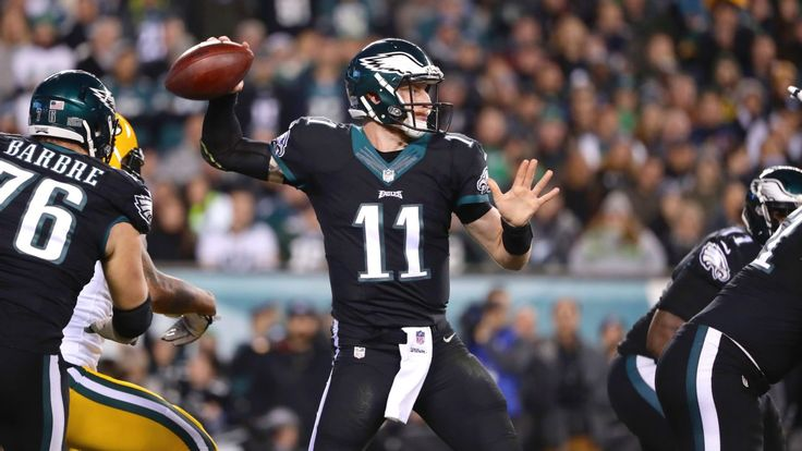 Eagles' Carson Wentz outgunned by Aaron Rodgers, Packers
