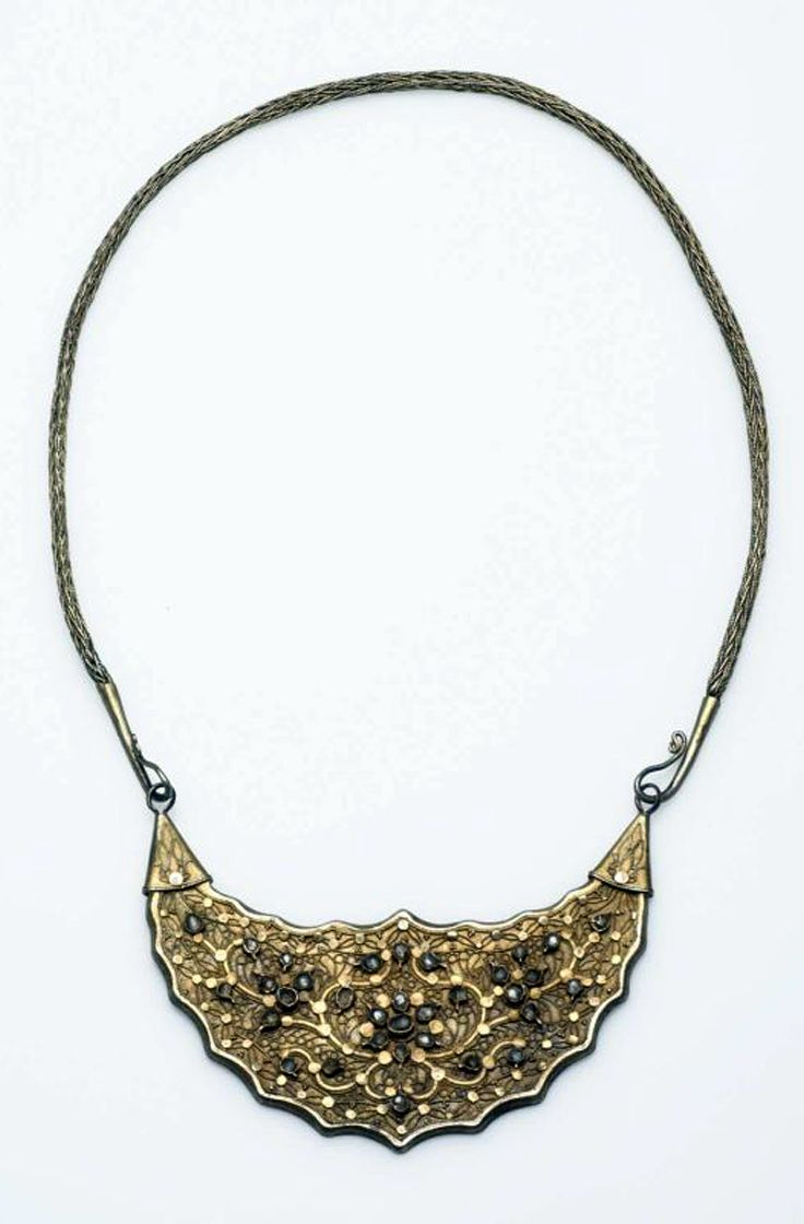 Indonesia ~ Java | Bridal necklace ~ kalung bulannan ~ gilt silver | ca. 1940 or earlier