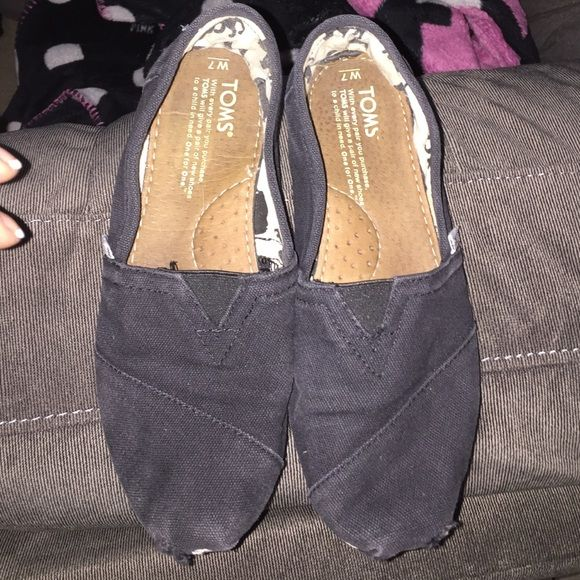 Navy Toms Navy, size 7 slip ons TOMS Shoes Flats & Loafers