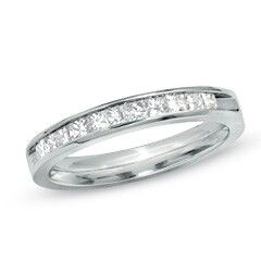 I put this wedding band together with the canadian fire diamond, it was beautiful.  Its simple.