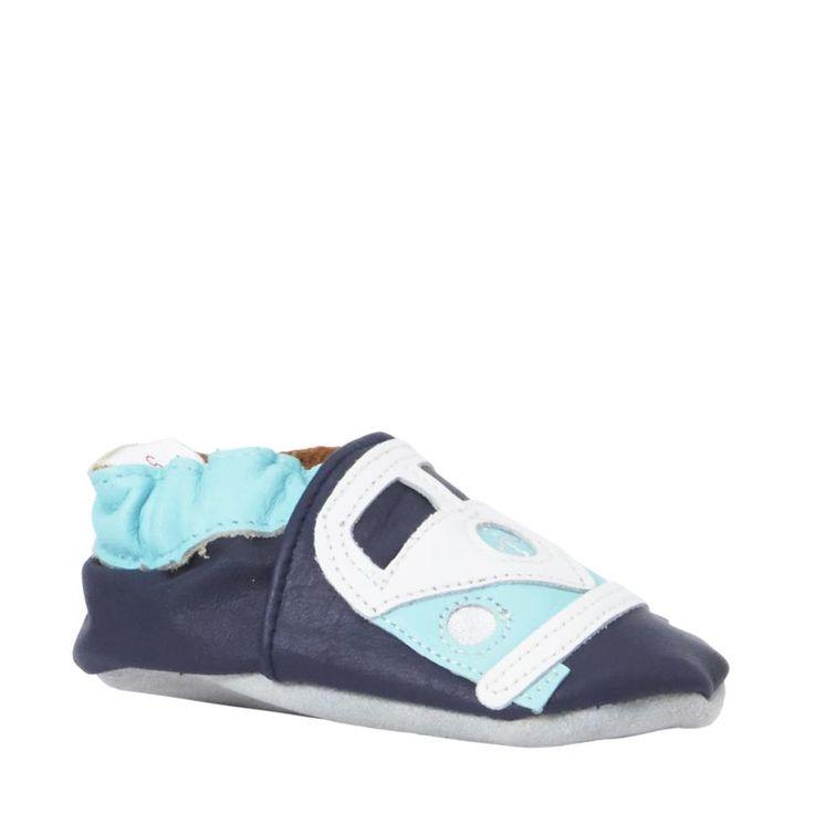 De eerste stapjes in slofjes van Babysteps #wehkamp #newborn #baby #babyslofjes #slofjes #schoenen #babysteps #kids #kinderkleding #jongen #blauw #auto