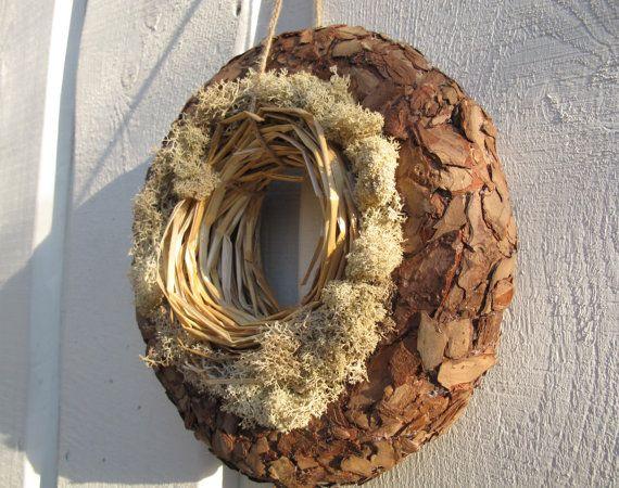 xpelli di  cirmolo  Corona naturale con muschio e pino corteccia di TheSecretGardenn