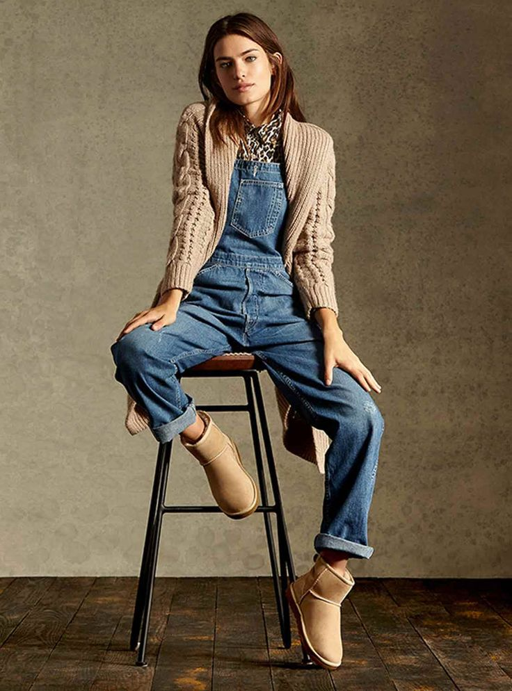 comfy outfit: overalls, chunky sweater, and uggs