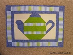 Dækkeserviet Med Tekande - Mønster nr 84 er et Pedari patchwork mønster indeholder papskabeloner til
