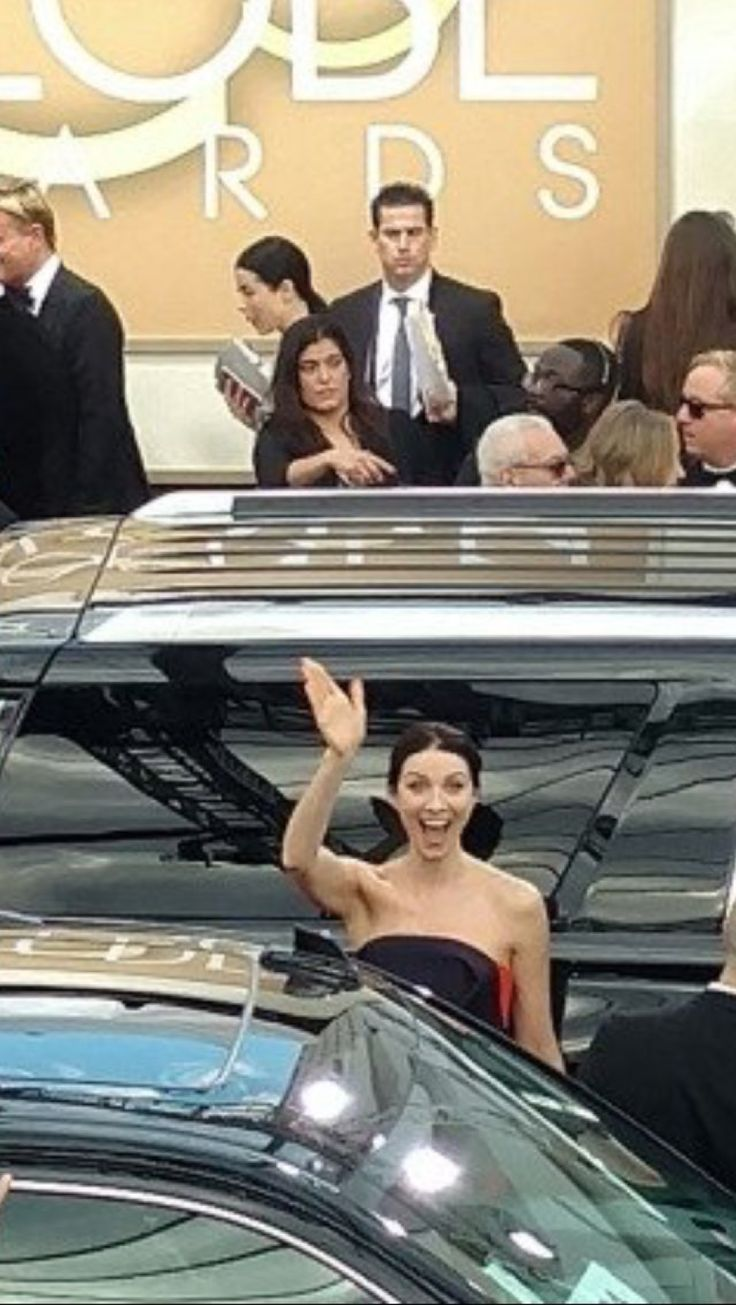 Caitriona Balfe arriving at the 2017 Golden Globe Awards