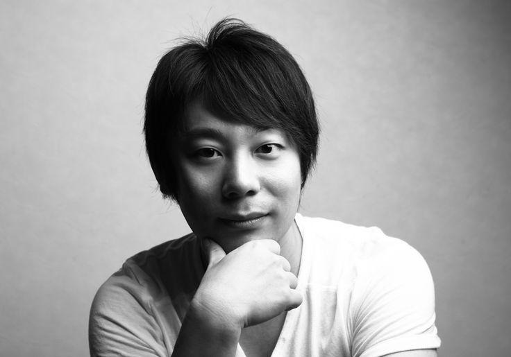 ゲスト◇寺西一浩(Kazuhiro Teranishi)小説家・映画監督 1979年10月2日生まれ。3歳で、女優・山岡久乃に見初められ子役として活動。慶應義塾大学法学部卒業。慶應大学在学中に出版したエッセイ『ありがとう眞紀子さん』が話題となり文壇デビュー。その後、24歳の時、業界最年少で芸能プロダクション、株式会社トラストミュージックエンタテインメント代表取締役に就任し島倉千代子歌手生活50周年事業を成功させる。その後は、小説家、プロデューサーとして活躍。著書に、「クロスセンス」「新宿ミッドナイトベイビー」「女優」、世界初電子書籍連載小説「Mariko」を配信。2011年、「女優」が映画化されるにあたり、自身が監督デビュー。2013年、映画「東京~ここは、硝子の街~」を監督・脚本・プロデュース。日本最大級の男性ファッション&音楽イベント「東京ボーイズコレクション(R)」を大原英嗣氏と共に主催。ゴールデンバード賞主催。2014年、「新宿ミッドナイトベイビー」(出演:大原英嗣、浜田ブリトニー、KIMIN、マルコス、岩井志麻子 他)が映画化決定し監督をつとめる。
