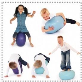 Nee, de bObles - Donut is niet om op te eten. Het is een multifunctioneelspeelvoorwerp voor actieve en rustige activiteiten. Kinderen kunnen ermee rollen, schommelen, springen, wiebelen en erop zitten. En versterken daarmee hun basis evenwicht. Het is gemaakt van hoogwaardig sterkopblaasbaar elastisch materiaal met een kop van schuim in het middendeel. Welk kind wil er nu niet zon Donut hebben? Het daagt ze uit tot actie. En dat is in een tijdperk van computerspelletjes en veel binnen…