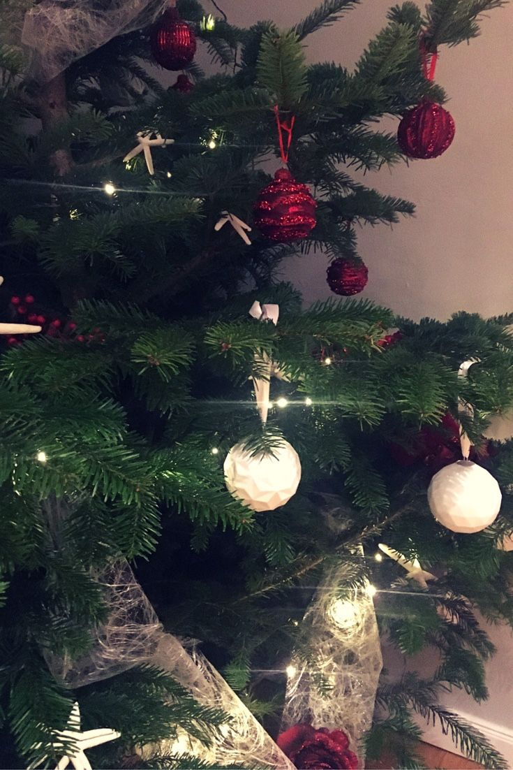 Die besten 25 wei e weihnachtsbaumkugeln ideen auf for Weihnachtsbaumkugeln schwarz
