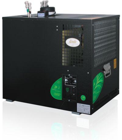 Lindr AS 160 complete biertapinstallatie  Biertapinstallatie Lindr AS 160 compleet Complete biertapinstallatie van Lindr de AS 160. De Lindr AS 160 biertap is een waterbadkoeler met een tapcapactieit van 160 liter per uur. De AS 160 is door zijn grote tapcapaciteit geschikt voor grotere horeca gelegenheden. De afmeting van de bierkoeler is (B x H x D) 422 x 595 x 631 mm. De sterke pomp in de AS 160 biertap heeft een waterverplaatsing van 8 meter waardoor de biertap bijvoorbeeld in een kelder…