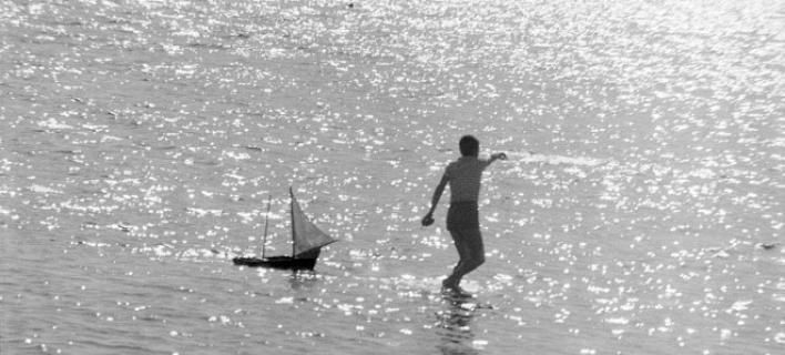 Oμορφη και παράξενη πατρίδα: Ασπρόμαυρες φωτογραφίες -ύμνοι στο ελληνικό καλοκαίρι από το Μουσείο Μπενάκη [εικόνες]