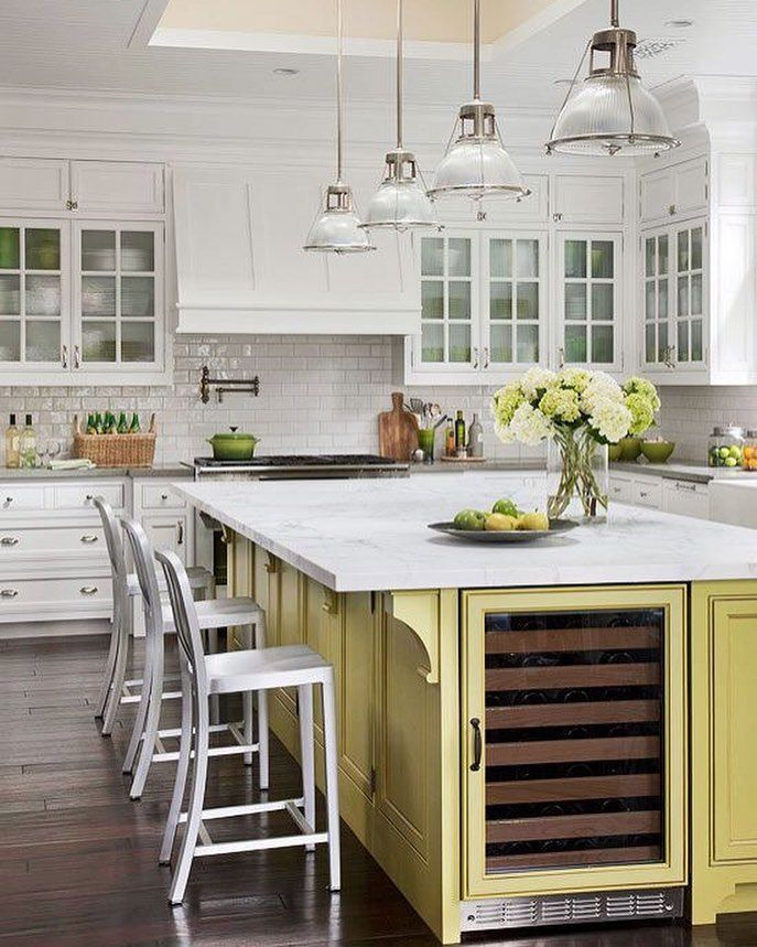 Classy looking kitchen. Like the color mix. by decor