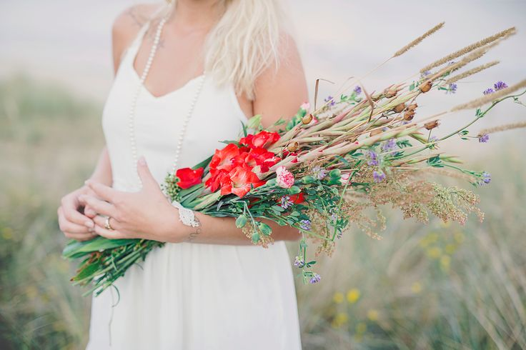colorful and wild wedding flowers http://www.sweetcolorful.se