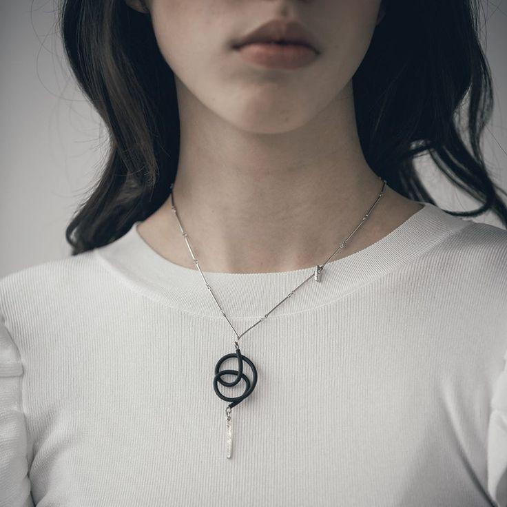 On adore les nouveaux pendentifs d'Anne-Marie Chagnon tout délicat.