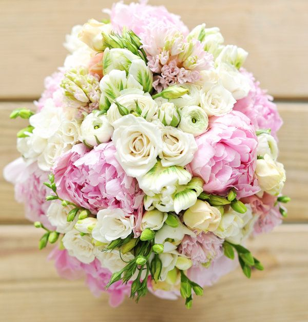 Anyone who really knows me, knows that I LOVE flowers. But, seriously, this bouquet makes me want to walk down the aisle again with my hubby!!! Ohmygosh, it's gorgeous!