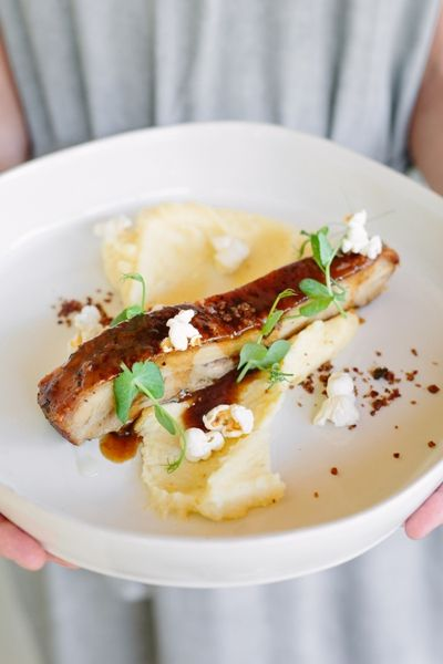 Gabriëlskloof launched its winter Sharing Sundays: 'Frans goes French on Sundays' 'Frans goes French on Sundays' from May to the end of August 2017 @ R300pp. Indulge in their Pork belly served with popcorn mash and bacon dust