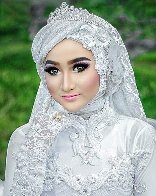"199 Suka, 1 Komentar - Wedding & Make up Artist (@rachmatmua) di Instagram: ""Masi upload yg ini. Taken by @len_syafieq Model @nisakmeloloh Accesories by @hendhyaccessories…"""