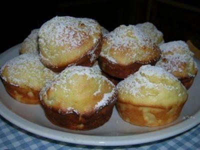 Muffins con Ananas e Ricotta - Archivi - Cookaround forumINGREDIENTI 230 g. di farina 2 uova 300 g. di ricotta 1 scatola di ananas sciroppato 150 g. di zucchero 2 cucchiaini di lievito in polvere 1 pizzico di sale
