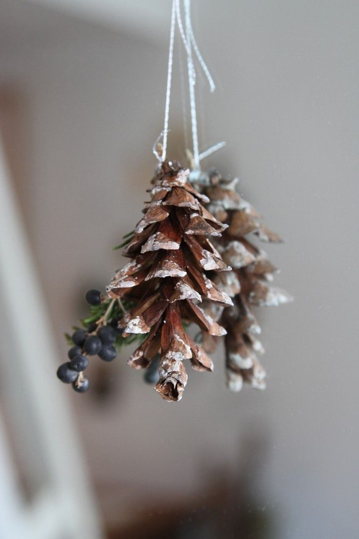 DIY holiday pine cone swags for a small space | gardenista