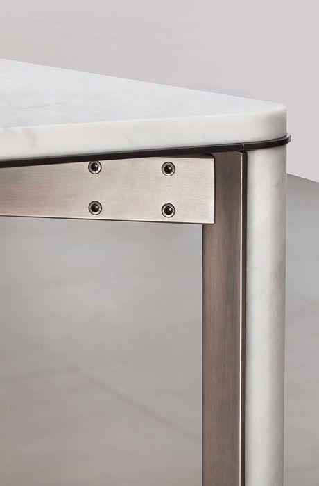 03/06/2016 -Un disegno atemporale ottenuto con materiali classici. mg12presenta una nuova preziosa collezione di tavoli con la struttura in acci