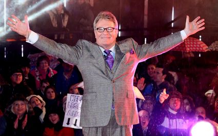 BRITONS are concerned they have woken up in an alternate dimension after seeing crowds cheering Jim Davidson.