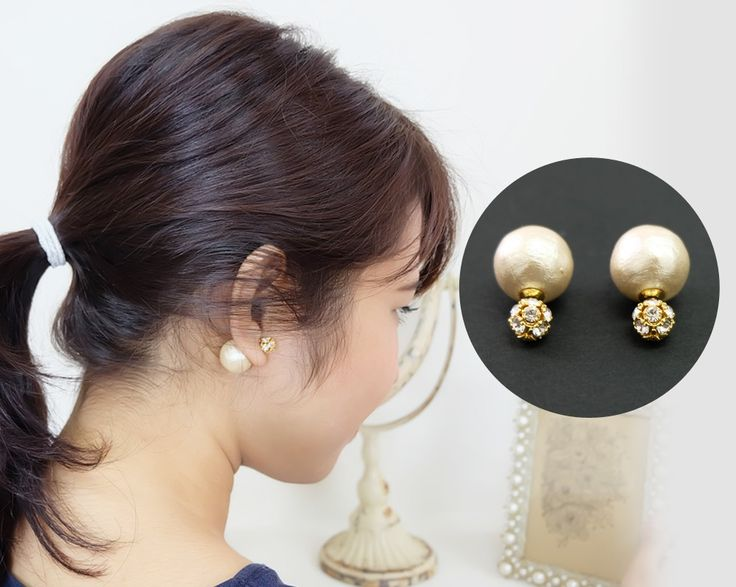 Classic and elegant earrings with 13 swarovski stones ball and backcatch with 16mm cotton pearl.