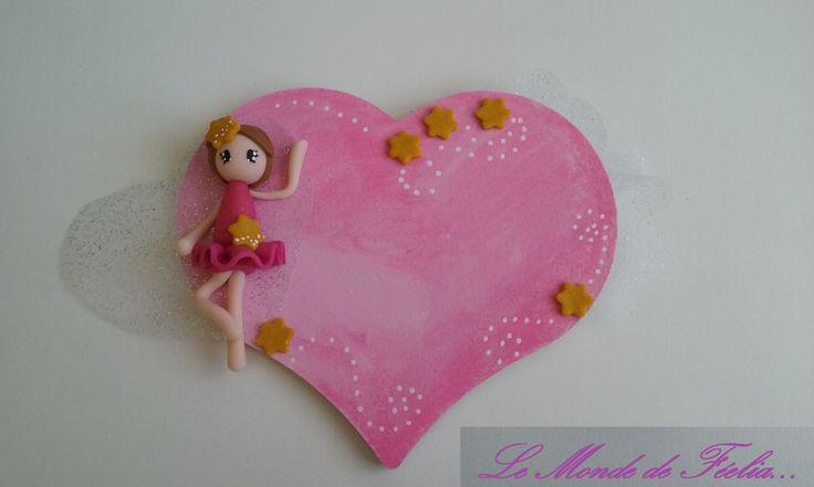 Plaque de porte forme de coeur avec danseuse en pâte polymère type fimo, tulle pailleté et fleur, personnalisable. : Décoration pour enfants par lemondedefeelia