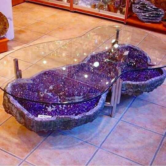 LoveloveLOVE the geode decor. My house will be covered in rocks.