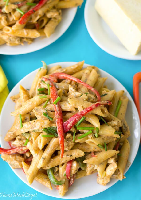 An easy recipe for making the delicious rasta pasta dish of a creamy jerk sauce smothering penne pasta, bell peppers and your choice of meat.