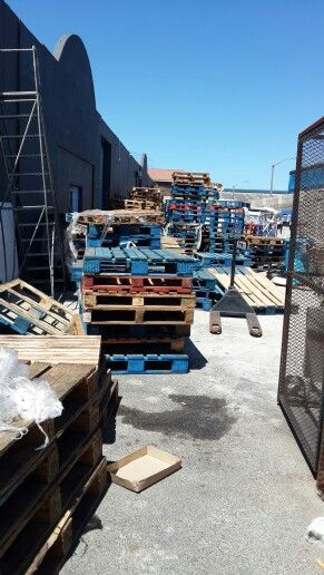 Collecting the pallets.
