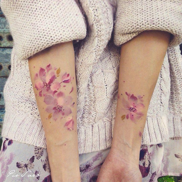 Se você curte tatuagens cheias de vida, cor e leveza, precisa conhecer o trabalho da russa Pis Saro. São belíssimas tatuagens, ousadas e incríveis. Confira!