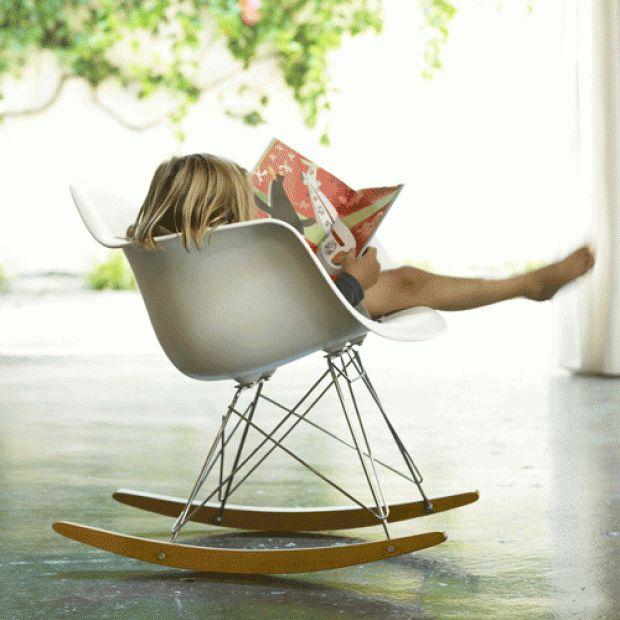 Eames gyngestol designet av Charles & Ray Eames i 1950