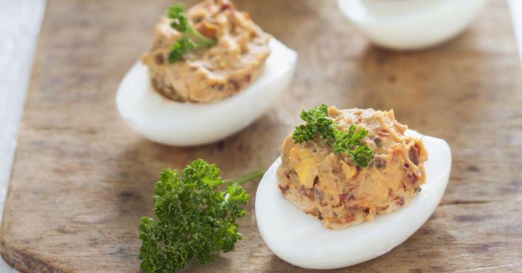 Pripravte si recept na Plnené vajíčka so sušenými paradajkami s nami. Plnené vajíčka so sušenými paradajkami patrí medzi najobľúbenejšie recepty. Zoznam tých najlepších receptov na online kuchárke RECEPTY.sk.