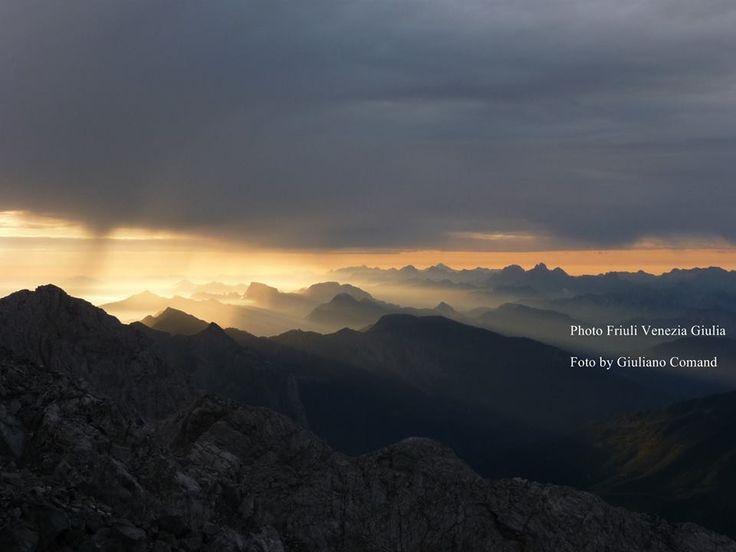 Il Monte Coglians (Coliàns in friulano, Hohe Warte in tedesco), con i suoi 2.780 metri, è la vetta più alta del Friuli-Venezia Giulia e delle Alpi Carniche