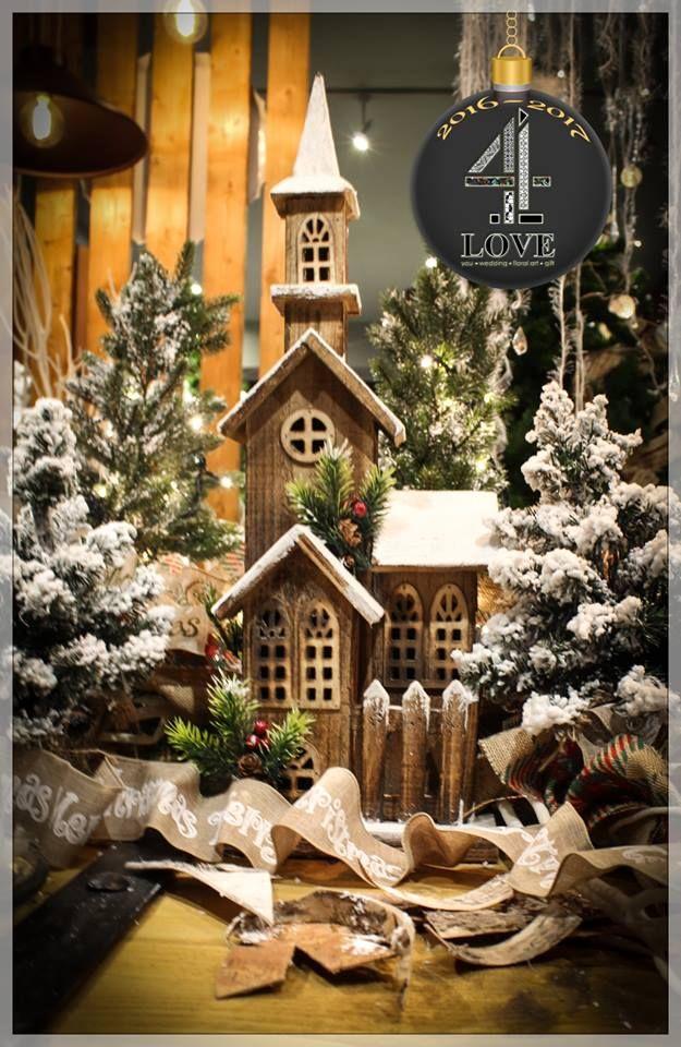 Χριστούγεννα 2016-2017 - #Χριστουγεννιάτικη #διακόσμηση - #ξύλινο_σπιτάκι με φωτισμό και φυσικά μικρά #έλατα με τεχνιτό #χιόνι, #ξύλινα_αστέρια κ.α. #4LOVEgr -Concept Stylist Μάνθα Μάντζιου &Floral Artist Ντίνος Μαβίδης