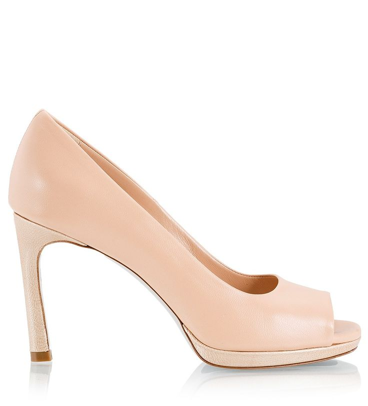 Fratelli Karida nude soft leather pumps are a staple you shouldn't be without. The neutral hue and 9.5 cm heel make them a chic choice from wedding shoes to day or evening. Wear this peep-toe pair with an oversized jacket and skinny pants or style them for dinner with a printed dress.
