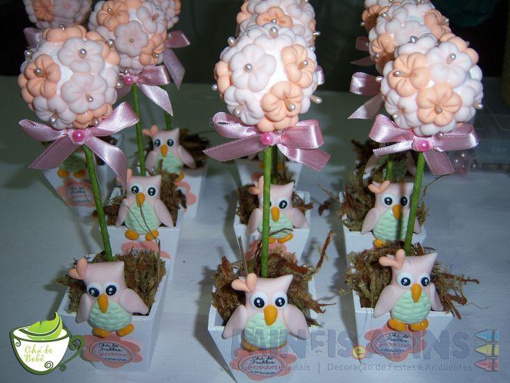 Delicadas topiarias personalizadas com florzinhas e corujinhas de biscuit (porcelana fria) #ChádeBebê