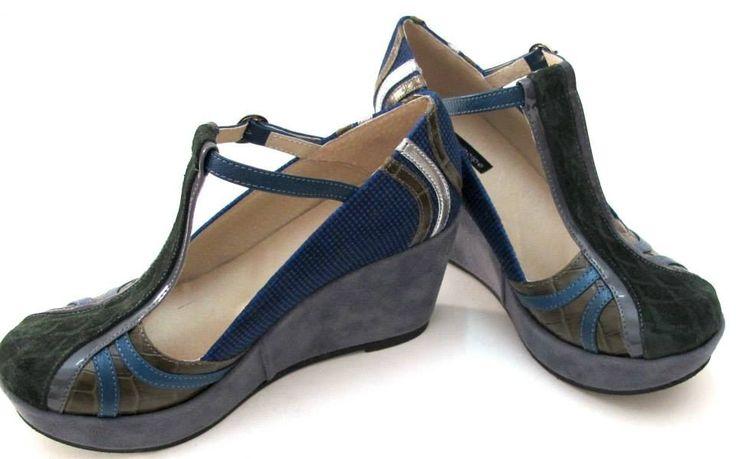 Mojito 04.                                         Forro: cuero.                                       Taco: plataforma 2 a 7 cm       Base:suela goma.                            Color: azul