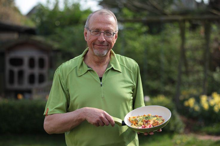 Der Bürgermeister Roland Schäfer mit seinem Lieblingsgericht Bauernomelett