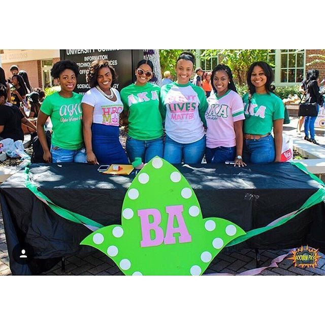 Thanks to @boominpics for capturing this moment on Friday! The chapter assisted the university in a voters registration drive during Set Friday, and helped students prepare for this year's election by getting registered! 💗💚