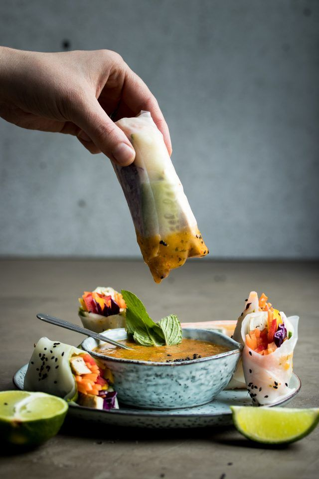 Vegan summer rolls with a fresh mango dipping sauce and a creamy peanut dipping sauce | @styleminimalism
