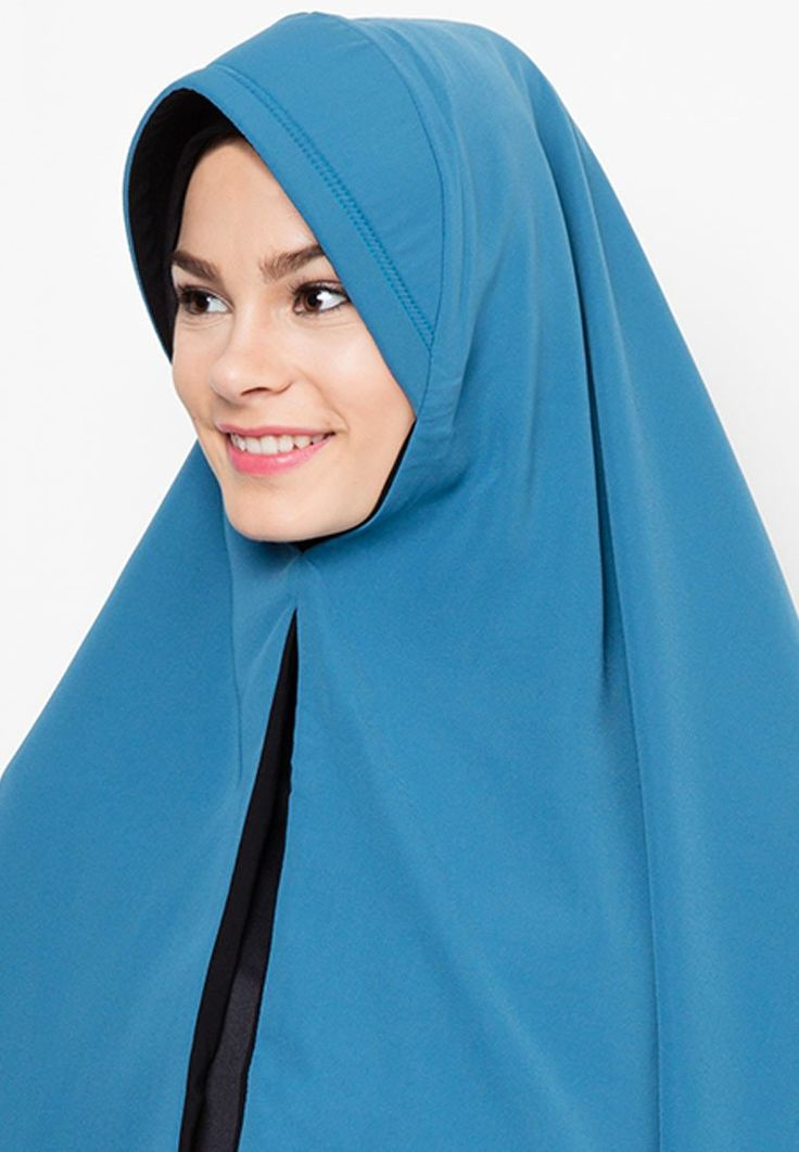 Syar'i Rumaisha Hijab by House Of Khaira with reversible and slit accent, this hijab made from wool peach fabric, with a combination of ttosca and black color. This hijab is suitable for everyday use and suitable for every occasion.  http://www.zocko.com/z/JHxAc