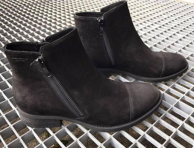 Vagabond ankelstøvler til damer. Syning over snuden og lav blokhæl. Havanna Shoes.