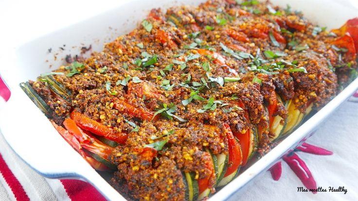 Recette d'un tian de tomate et courgette recouvert d'une croute savoureuse de pesto aux amandes grillées et tomates séchées.Avec données nutritionnelles.