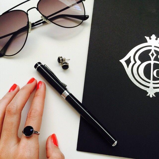Jet black and silver 👌 #sleek #silverfoil #designer #favouritethings #marisakatedesigns #jetblack