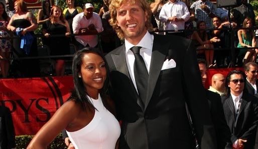 Swirly Matrimony-dom: Dallas Mavericks Baller Dirk Nowitzki Proposes To Brown Skinned Beauty Boo Thang!