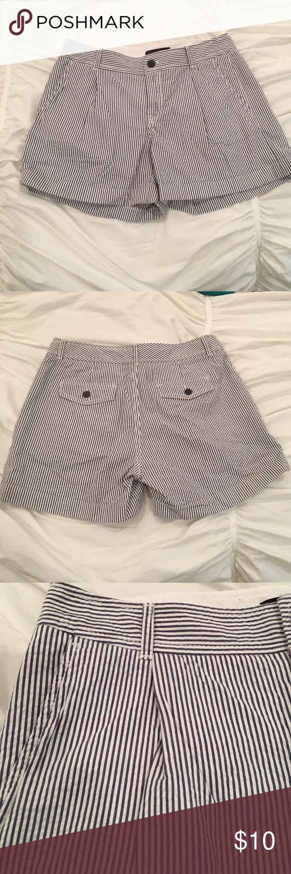 "BANANA REPUBLIC ""Martin Fit"" Blue Pinstripe Shorts BANANA REPUBLIC ""Martin Fit"" Blue Pinstripe Shorts (Size 4) Banana Republic Shorts"