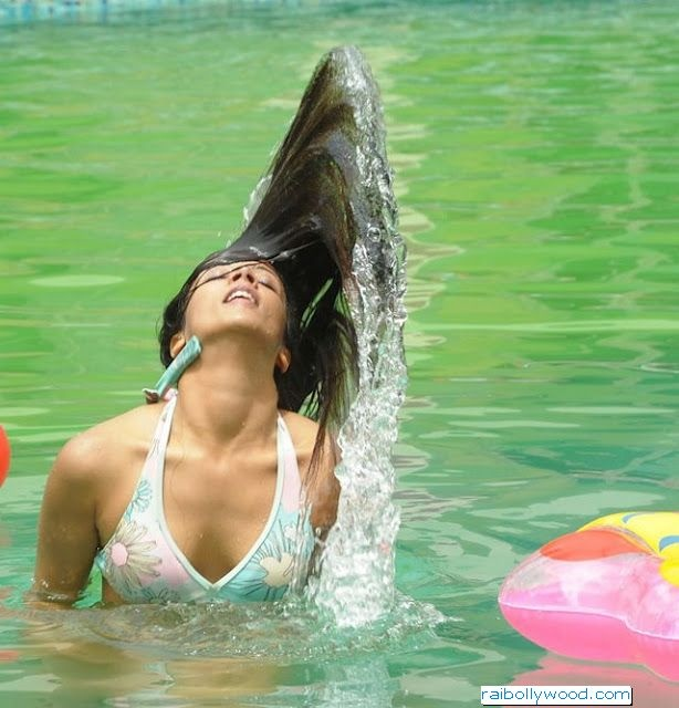 Actress Rithika In Swimming Pool Hot Photos ~ Bollywood Pictures | Bollywood Wallpapers | Bollywood News | South India and Pakistani Hot Updates